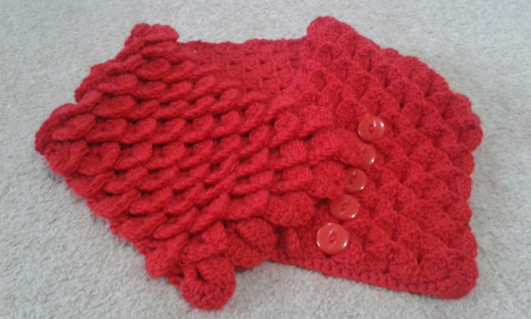 Crocodile Stitch Neck Warmer.  Finished, with red buttons down the centre of one side.  Can be done up either left or right-handed.