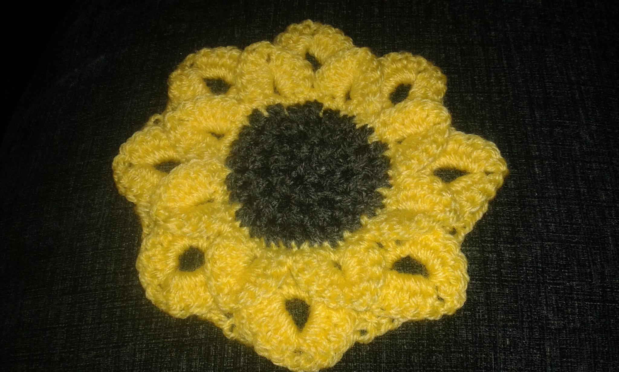 Outside-In Crochet Sunflower Motif (Crocodile Stitch Petals)