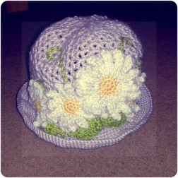 Daisy hat, middle.
